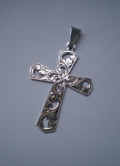 křížek (klíčový - rytý, prořezávaný)