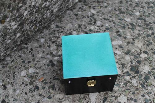 Dř. krabička ručně malovaná - Tyrkysová
