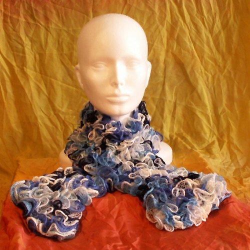 pletená šála - volánková modrá