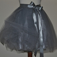 9c9979f5587 Tylová zavinovací sukně - šedostříbrná