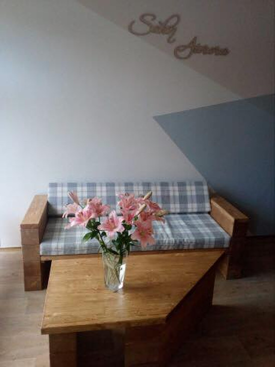 Polstry na míru do salónu krásy v Praze.