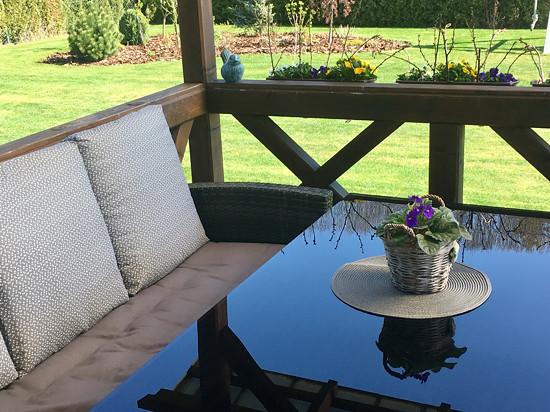Polstry na zahradní lavici a kresla, povlaky na polštáře. Zakázková výroba.