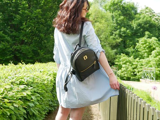 Kožený batoh v černé barvě - zlaté doplňky