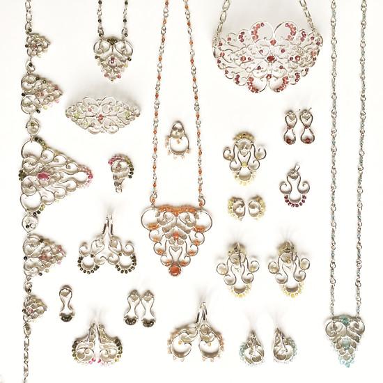Šperky inspirované volutovými motivy v architektuře