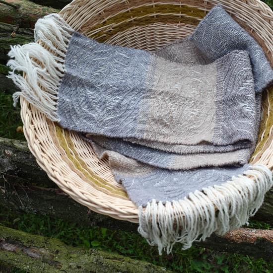 Ručně tkaná šála se vzorem ve tvaru hvězd