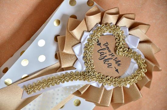 Detail svatební kokardy