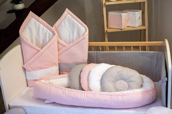 růžová souprava pro miminko